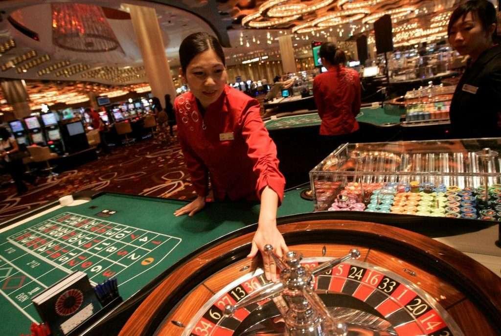 Macau Roulette croupier